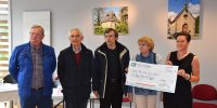 Karine Le Moigne remet un chèque à la Ligue contre le cancer
